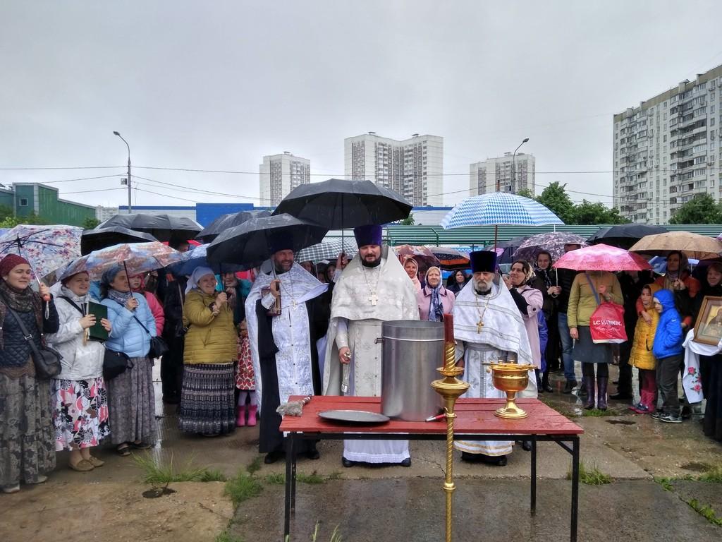 Молебен на площадке будущего храма