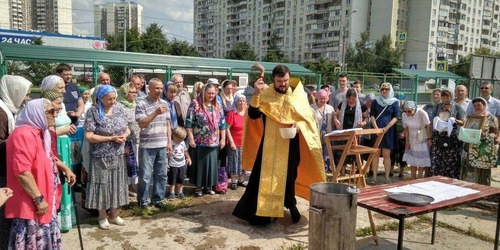 Молебен на строительной площадке