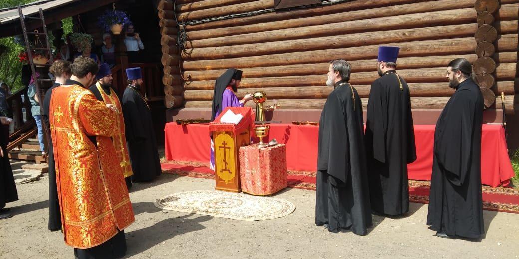 Освящение крестов на новые купола